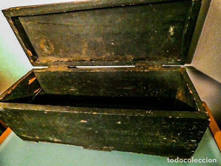 BAUL ALARGADO DE MADERA ANTIGUA (Antigüedades - Muebles Antiguos - Baúles Antiguos)
