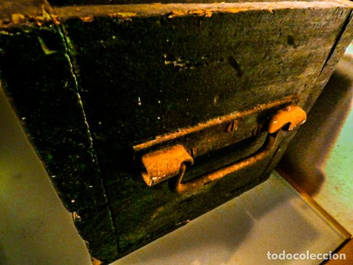 Antigüedades: BAUL ALARGADO DE MADERA ANTIGUA - Foto 4 - 178653521