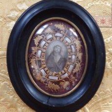 Antigüedades: RELICARIO CON RELIQUIAS DE LOS SANTOS LUGARES EN CAJA OVALADA DE MADERA Y CRISTAL. SIGLO XIX.. Lote 242410045
