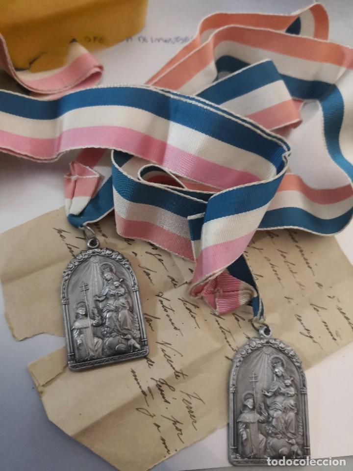 2 ANTIGUAS MEDALLA EN RELIEVE COFRADIA Y ASOCIACION DEL ROSARIO PERPETUO. MIDE 5 X 3 CM. (Antigüedades - Religiosas - Medallas Antiguas)