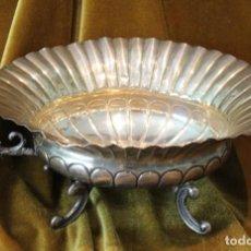Oggetti Antichi: BANDEJA DE PLATA PUNZONADA ESTRELLA Y CRUZ DE SANTIAGO, 301 GRAMOS. Lote 242824520