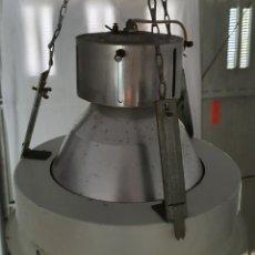Antigüedades: ANTIGUA LAMPARA DE TECHO INDUSTRIAL ESMALTADA. Lote 242834880
