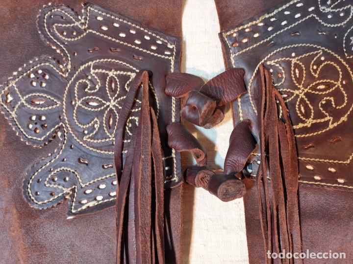 Antigüedades: ANTIGUOS ZAHONES ANDALUCES CABALLERIA GANADERO JINETE CUERO BECERRO -ANDALUCIA - Foto 15 - 242881715