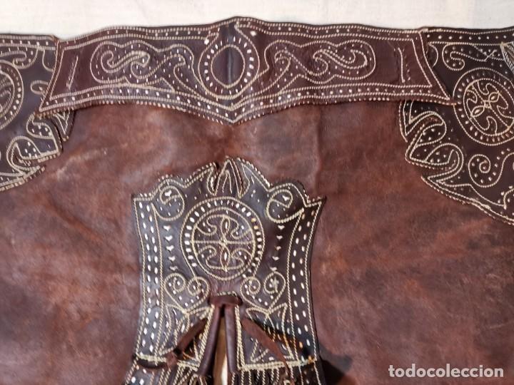 Antigüedades: ANTIGUOS ZAHONES ANDALUCES CABALLERIA GANADERO JINETE CUERO BECERRO -ANDALUCIA - Foto 16 - 242881715