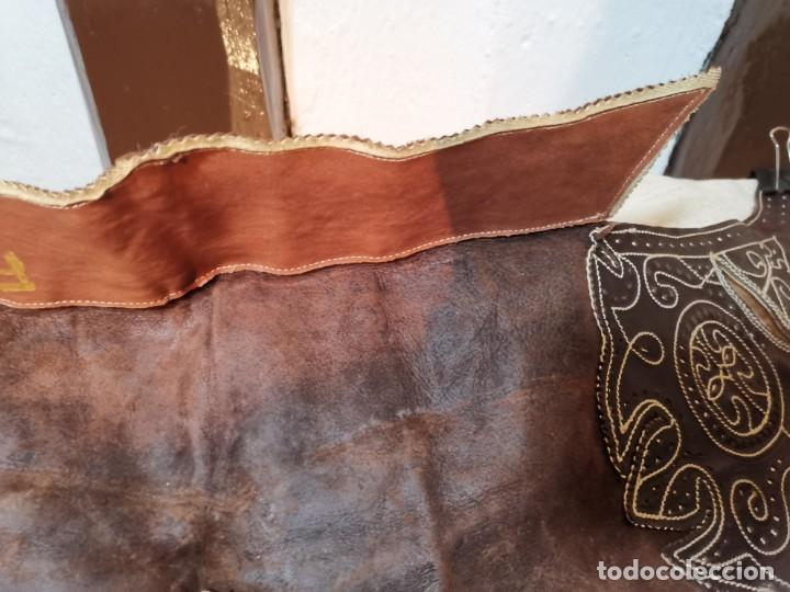 Antigüedades: ANTIGUOS ZAHONES ANDALUCES CABALLERIA GANADERO JINETE CUERO BECERRO -ANDALUCIA - Foto 24 - 242881715