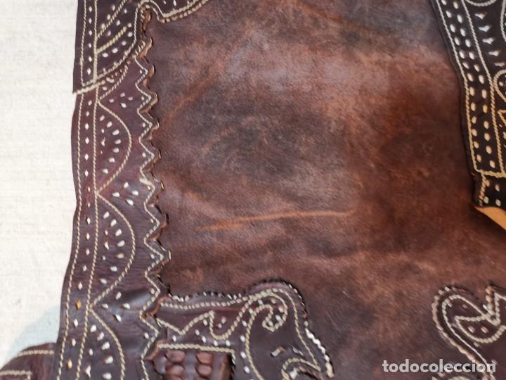 Antigüedades: ANTIGUOS ZAHONES ANDALUCES CABALLERIA GANADERO JINETE CUERO BECERRO -ANDALUCIA - Foto 32 - 242881715