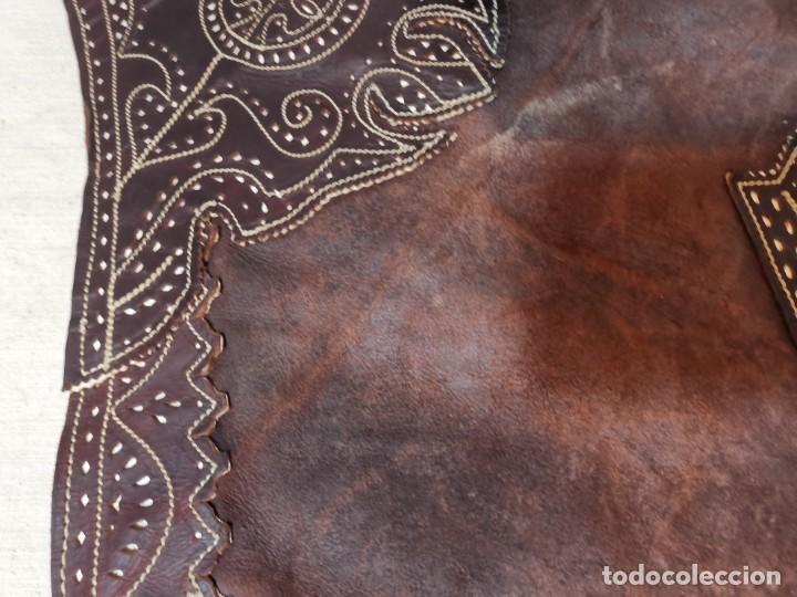 Antigüedades: ANTIGUOS ZAHONES ANDALUCES CABALLERIA GANADERO JINETE CUERO BECERRO -ANDALUCIA - Foto 33 - 242881715