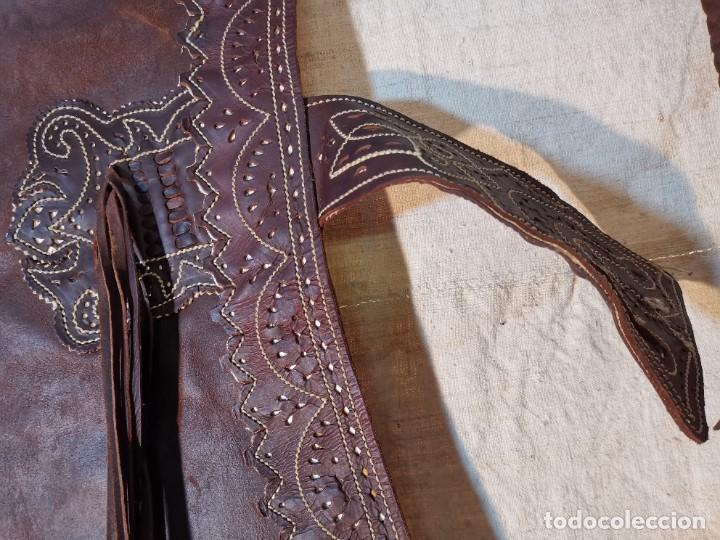Antigüedades: ANTIGUOS ZAHONES ANDALUCES CABALLERIA GANADERO JINETE CUERO BECERRO -ANDALUCIA - Foto 43 - 242881715