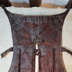 Antigüedades: ANTIGUOS ZAHONES ANDALUCES CABALLERIA GANADERO JINETE CUERO BECERRO -ANDALUCIA. Lote 242881715