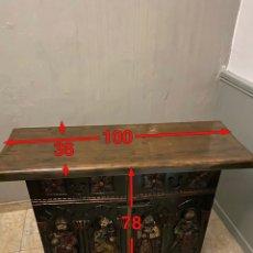 Antigüedades: MUEBLE RECIBIDOR TALLADO CON IMÁGENES DE LOS TEMPLARIOS. Lote 242910110