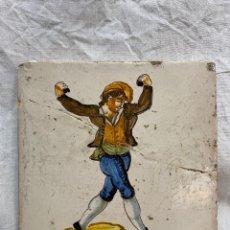 Oggetti Antichi: AZULEJO VALENCIANO CON HOMBRE BAILANDO ESTA PEGADO RESEÑADO EN FOTOS.. Lote 243010575
