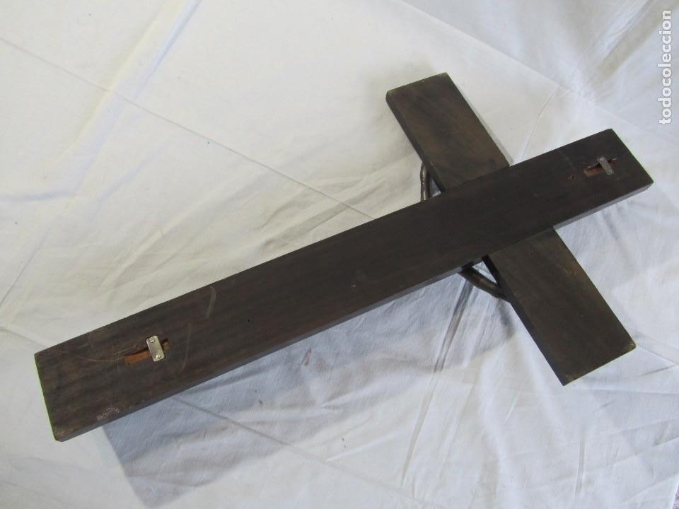 Antigüedades: Gran crucifijo de bronce sobre madera para pared (71 x 40 cm) - Foto 14 - 243011770