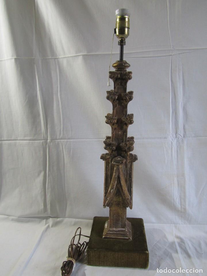 Antigüedades: Lámpara de sobremesa fabricada con antigua pieza de madera con pan de oro, funcionando - Foto 2 - 243012160