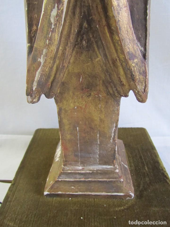 Antigüedades: Lámpara de sobremesa fabricada con antigua pieza de madera con pan de oro, funcionando - Foto 5 - 243012160