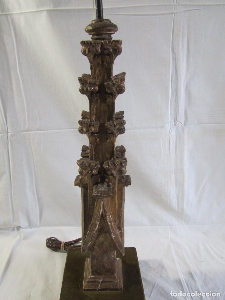 Antigüedades: Lámpara de sobremesa fabricada con antigua pieza de madera con pan de oro, funcionando - Foto 7 - 243012160