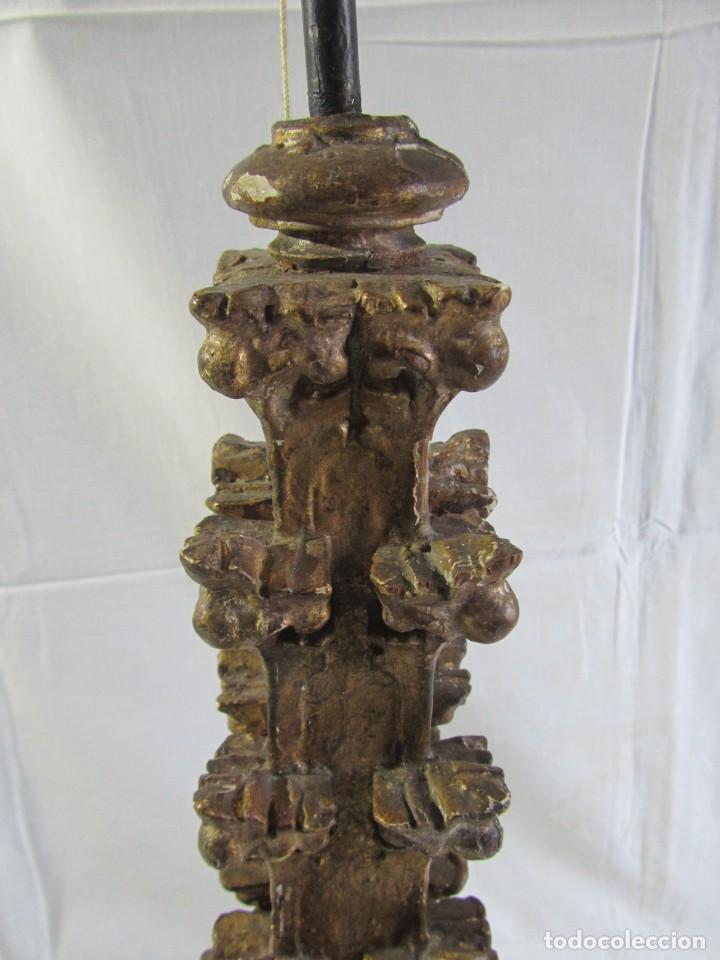 Antigüedades: Lámpara de sobremesa fabricada con antigua pieza de madera con pan de oro, funcionando - Foto 8 - 243012160