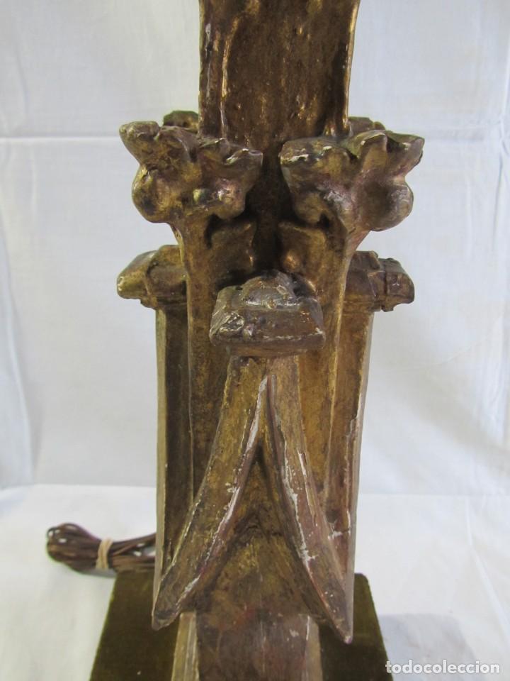 Antigüedades: Lámpara de sobremesa fabricada con antigua pieza de madera con pan de oro, funcionando - Foto 9 - 243012160