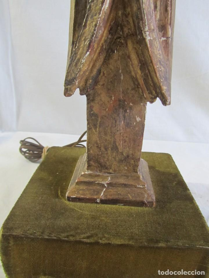 Antigüedades: Lámpara de sobremesa fabricada con antigua pieza de madera con pan de oro, funcionando - Foto 10 - 243012160