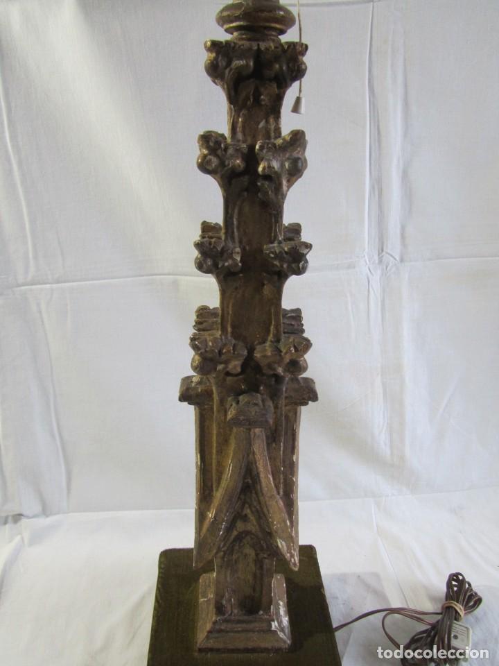 Antigüedades: Lámpara de sobremesa fabricada con antigua pieza de madera con pan de oro, funcionando - Foto 11 - 243012160