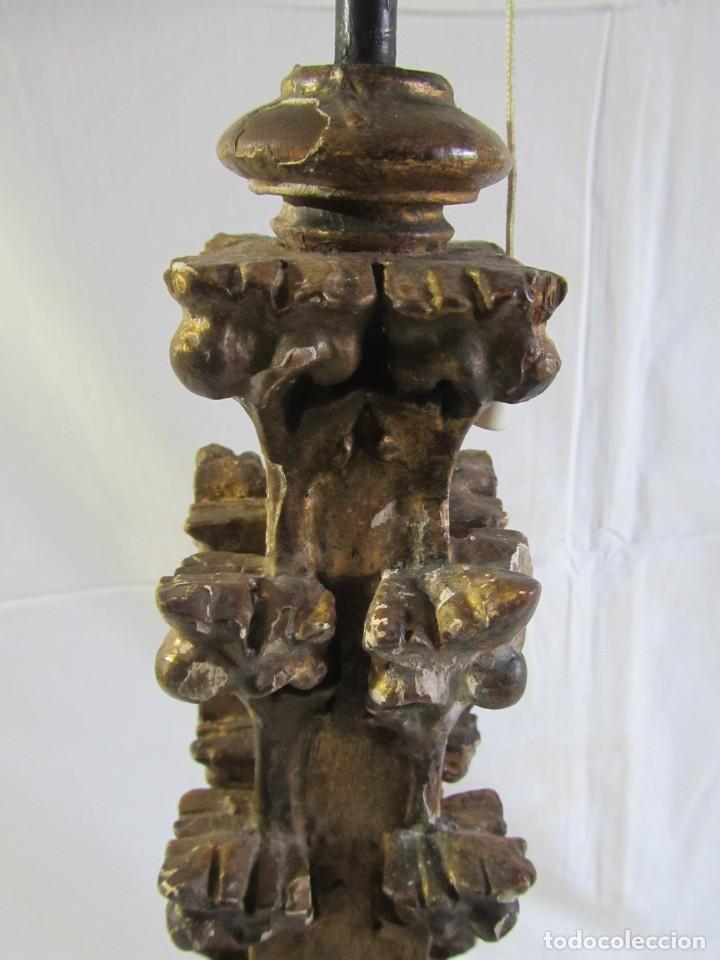 Antigüedades: Lámpara de sobremesa fabricada con antigua pieza de madera con pan de oro, funcionando - Foto 12 - 243012160