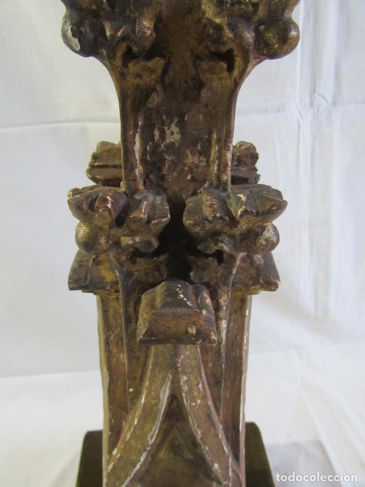 Antigüedades: Lámpara de sobremesa fabricada con antigua pieza de madera con pan de oro, funcionando - Foto 17 - 243012160
