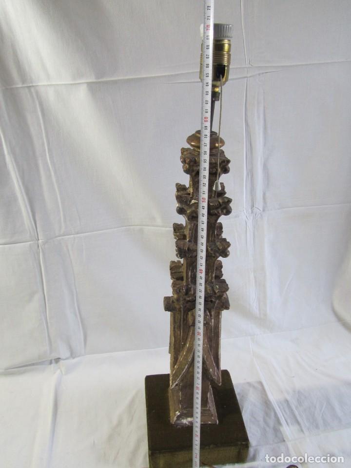 Antigüedades: Lámpara de sobremesa fabricada con antigua pieza de madera con pan de oro, funcionando - Foto 19 - 243012160