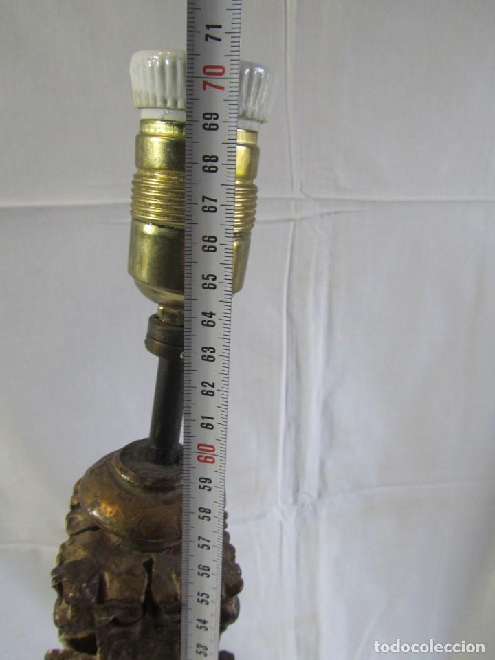 Antigüedades: Lámpara de sobremesa fabricada con antigua pieza de madera con pan de oro, funcionando - Foto 20 - 243012160