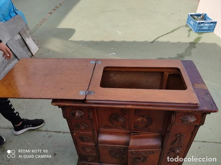 Antigüedades: mueble de maquina de coser - Foto 7 - 243018030