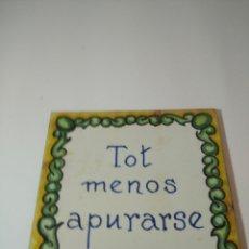 Antigüedades: ANTIGUO AZULEJO CATALAN, TOT MENOS APURARSE.. Lote 243025790