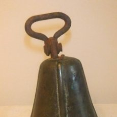 Antigüedades: ANTIGUA CAMPANA DE BRONCE PARA COLLERA DE GANADO S.XIX. Lote 243038155