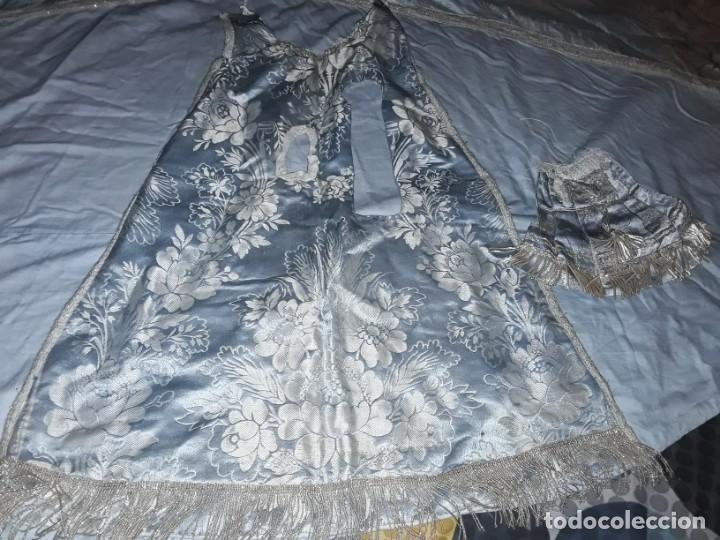 Antigüedades: Capa y blusa para vigen y niño Jesús, confeccionado por religiosas 197x91 - Foto 4 - 243100265