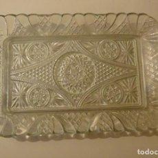 Oggetti Antichi: BANDEJA DE VIDRIO PRENSADO. FORMATO 18 X 28 CM. Lote 243145895