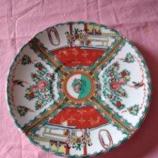 Antigüedades: ANTIGUO PLATO DE PORCELANA CHINA, PINTADO A MANO.SELLADO. Lote 243237455