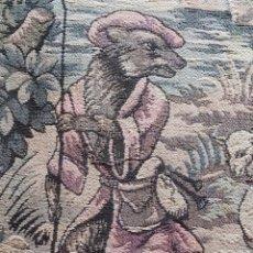 Antigüedades: TAPIZ CORTINA ANTIGUO CON ANILLAS COSIDAS, VER FOTOS. ESCENA DE FABULA. MEDIDAS 210 CM X 110 CM .. Lote 243247490