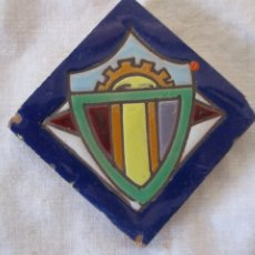 Antigüedades: AZULEJO OLAMBRILLA RAMOS REJANO HERALDICO. Lote 243274125