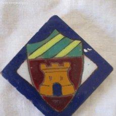 Antigüedades: AZULEJO OLAMBRILLA RAMOS REJANO HERALDICO. Lote 243274575