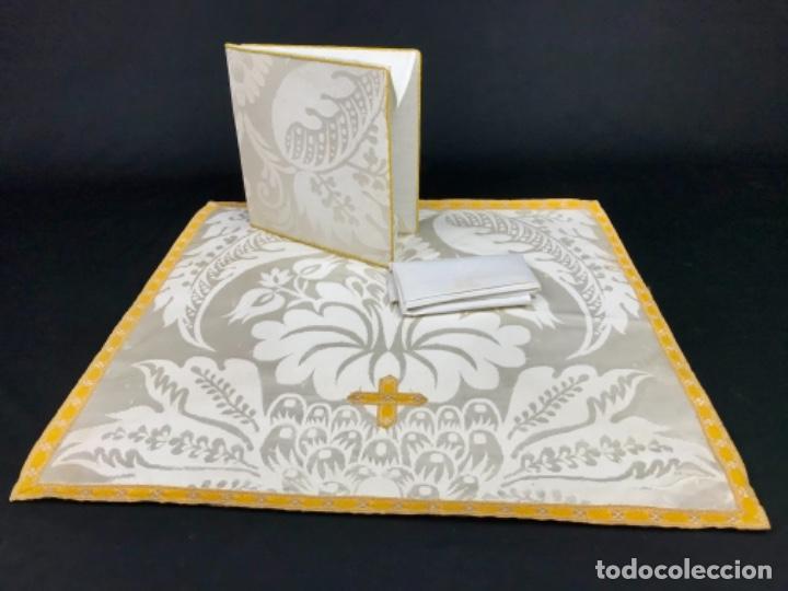 VELO PARA CALIZ Y CARPETA DE CORPORALES CON UN CORPORAL CIRCA 1900 (Antigüedades - Religiosas - Ornamentos Antiguos)