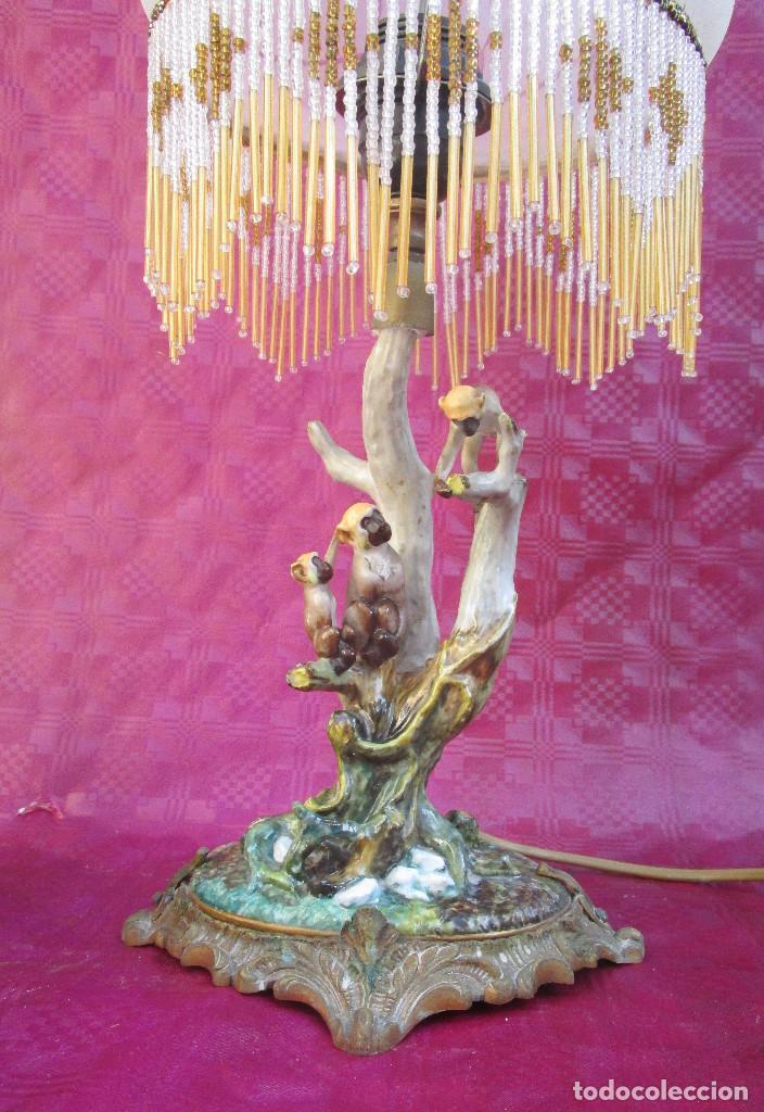 Antigüedades: Lampara antigua chimpance en ceramica sobre bronce y tulipa y cuentas cristal, sellada a identificar - Foto 2 - 243298640