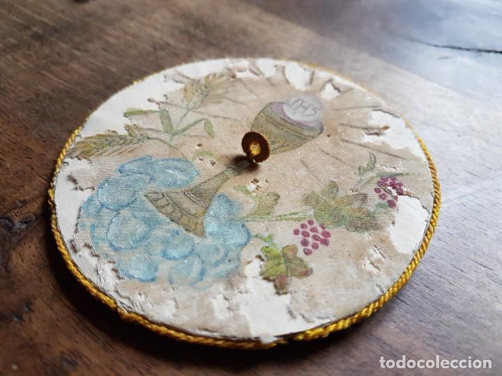 Antigüedades: Antiguo tapa calices en seda pintada a mano - Foto 2 - 243331975