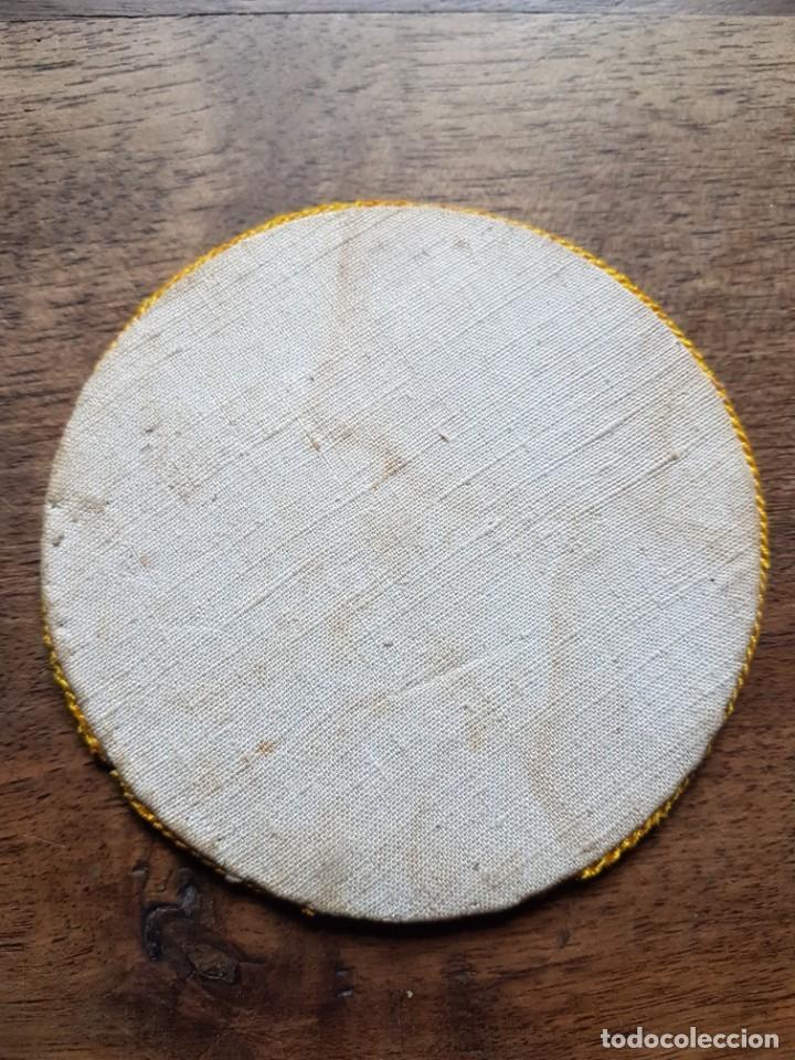 Antigüedades: Antiguo tapa calices en seda pintada a mano - Foto 3 - 243331975