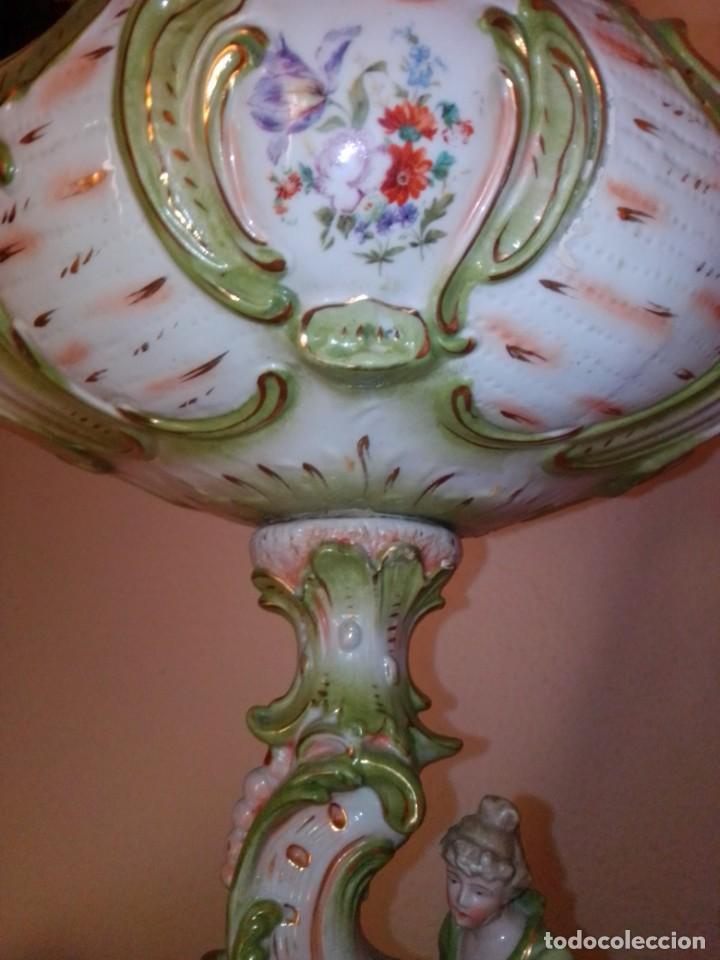 Antigüedades: Antiguo gran centro de porcelana modernista, finales del siglo XIX. - Foto 9 - 243348605