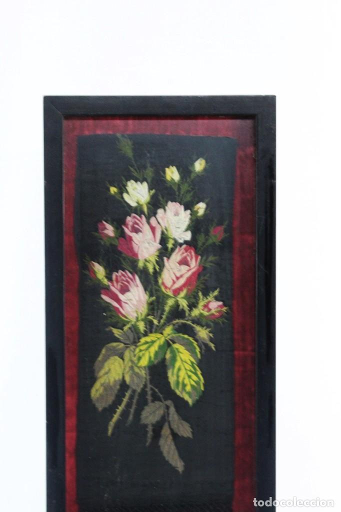 Antigüedades: Labor de bordado sobre seda. Enmarcada. ca 1900 - Foto 3 - 243349665