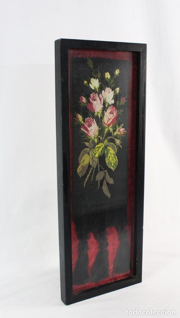 Antigüedades: Labor de bordado sobre seda. Enmarcada. ca 1900 - Foto 2 - 243349665