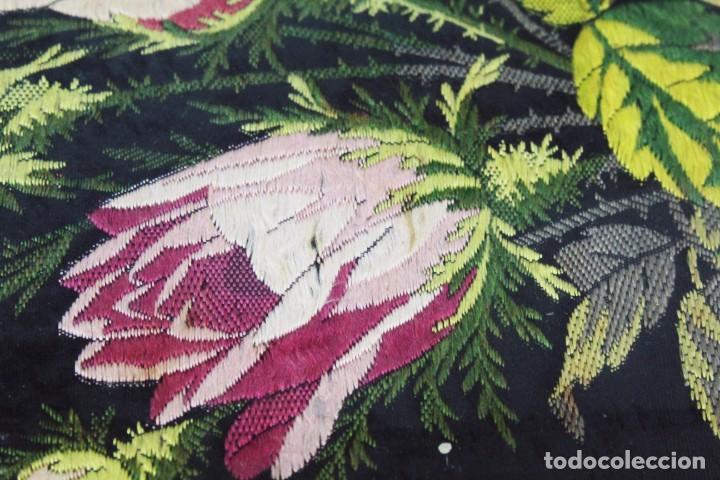 Antigüedades: Labor de bordado sobre seda. Enmarcada. ca 1900 - Foto 6 - 243349665