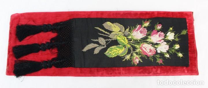 Antigüedades: Labor de bordado sobre seda. Enmarcada. ca 1900 - Foto 8 - 243349665
