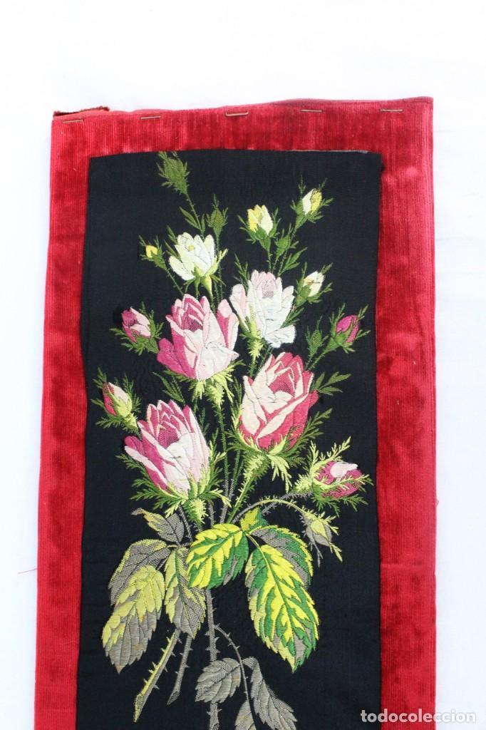 Antigüedades: Labor de bordado sobre seda. Enmarcada. ca 1900 - Foto 9 - 243349665