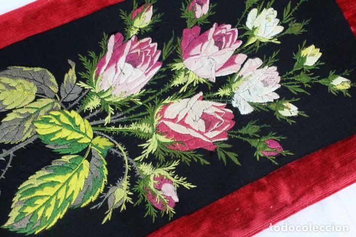 Antigüedades: Labor de bordado sobre seda. Enmarcada. ca 1900 - Foto 10 - 243349665
