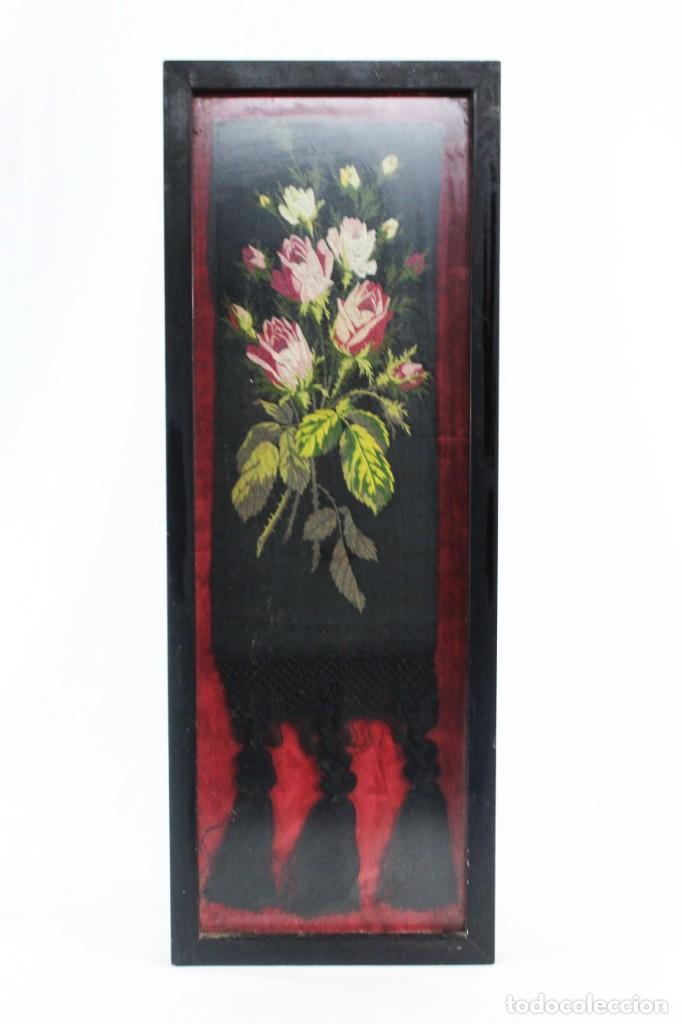 LABOR DE BORDADO SOBRE SEDA. ENMARCADA. CA 1900 (Antigüedades - Moda - Bordados)
