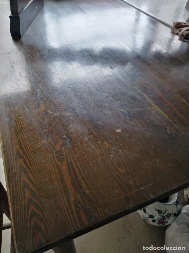 Antigüedades: Cinco mesas cómo esta, (para seis personas) con reminiscencias modernistas por sólo ochenta euros - Foto 3 - 218819897