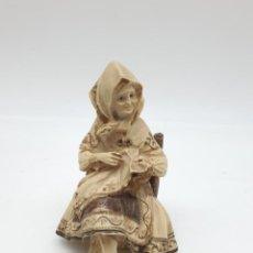 Antigüedades: FIGURA EN MARFILINA, ABUELITA. Lote 243381750